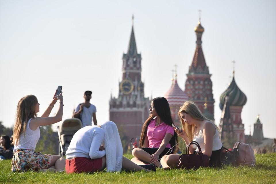 Большинство россиян считают молодежь общительной и спортивной