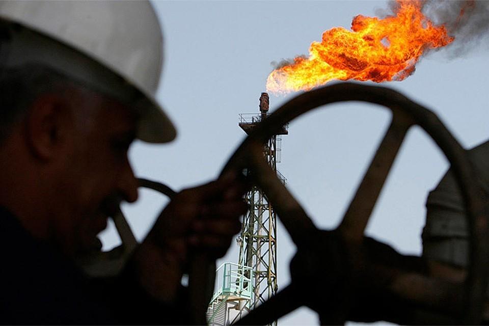 обвал американских запасов поднял цены на нефть.