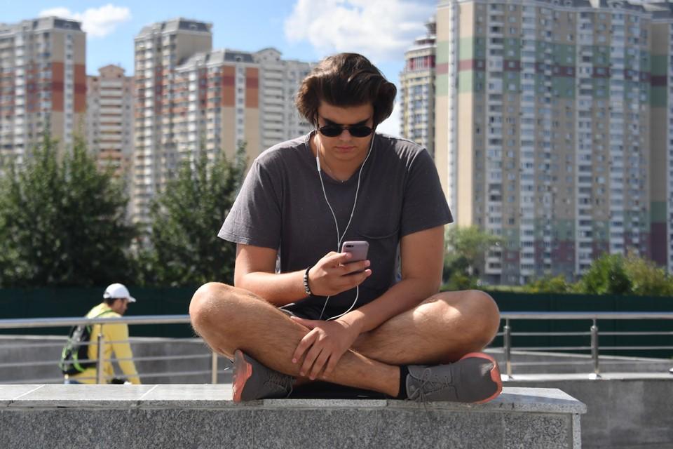 Подкасты НХТ можно найти в соцсетях, а также на платформах iTunes и Podster.fm. Фото: Владимир ВЕЛЕНГУРИН.