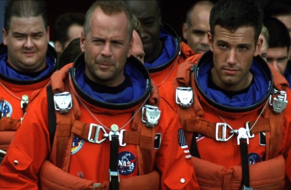 В реальной жизни борьба с астероидом должна закончиться не так трагично, как в кино. Фото: afisha.ru