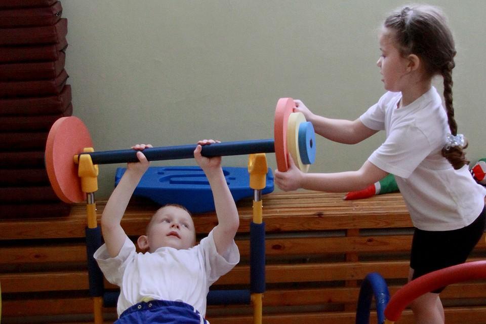 Занятие спортом в детском саду.