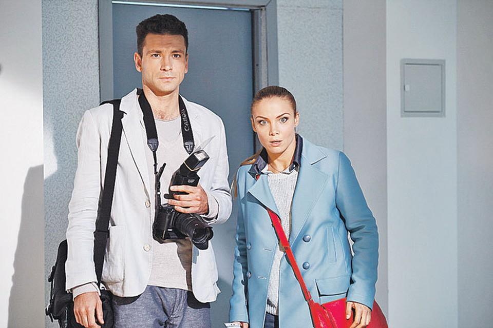 Фотокор Андрей и журналистка Анна (Антон Хабаров и Татьяна Арнтгольц) то и дело сталкиваются с чем-то, во что трудно поверить. Фото: Первый канал