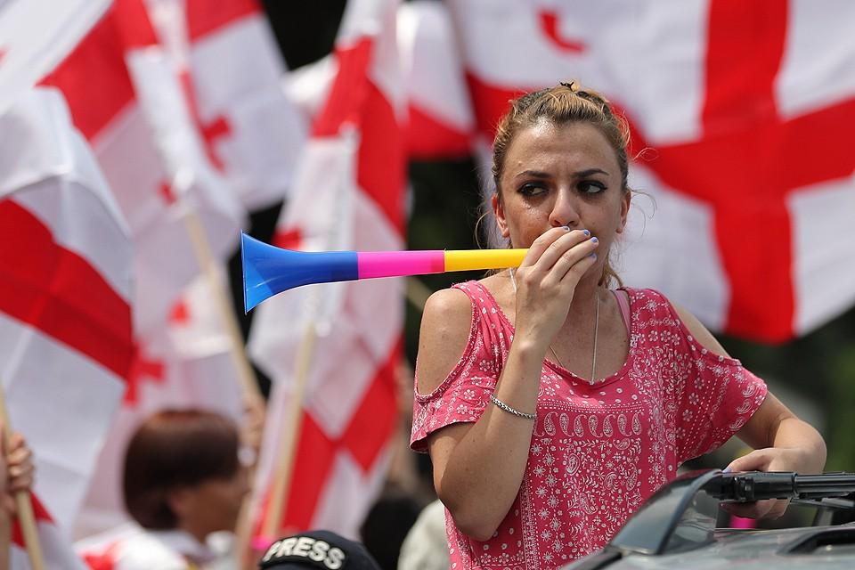 Июнь 2019 года, уличные антироссийские протесты в Тбилиси. Фото ZURAB KURTSIKIDZE / EPA / ТАСС