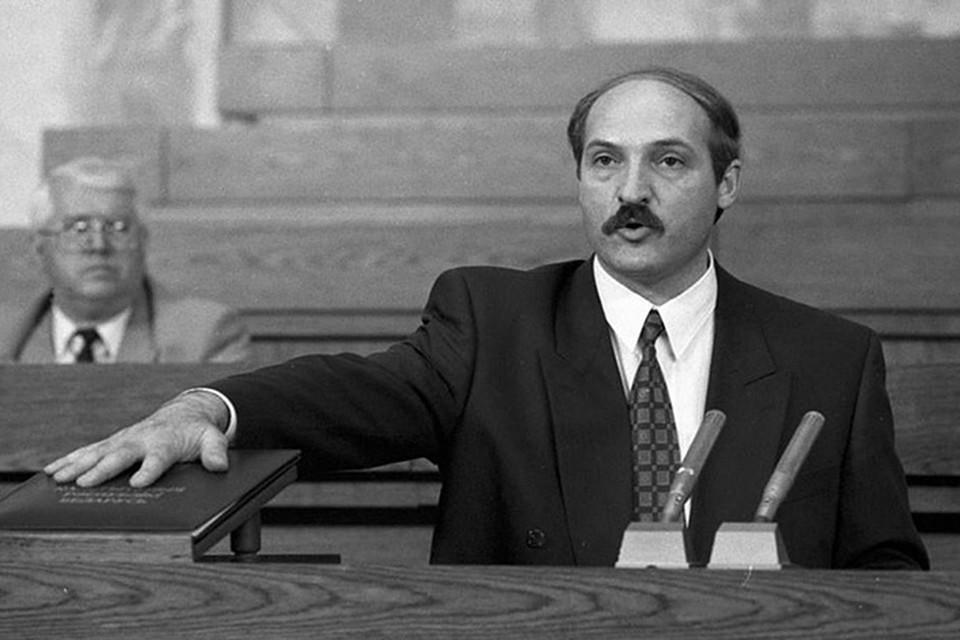 Первую инаугурацию провели 20 июля 1994 года в Овальном зале Дома правительства – ровно через 10 дней после победы Александра Лукашенко. Фото: RIA Novosti