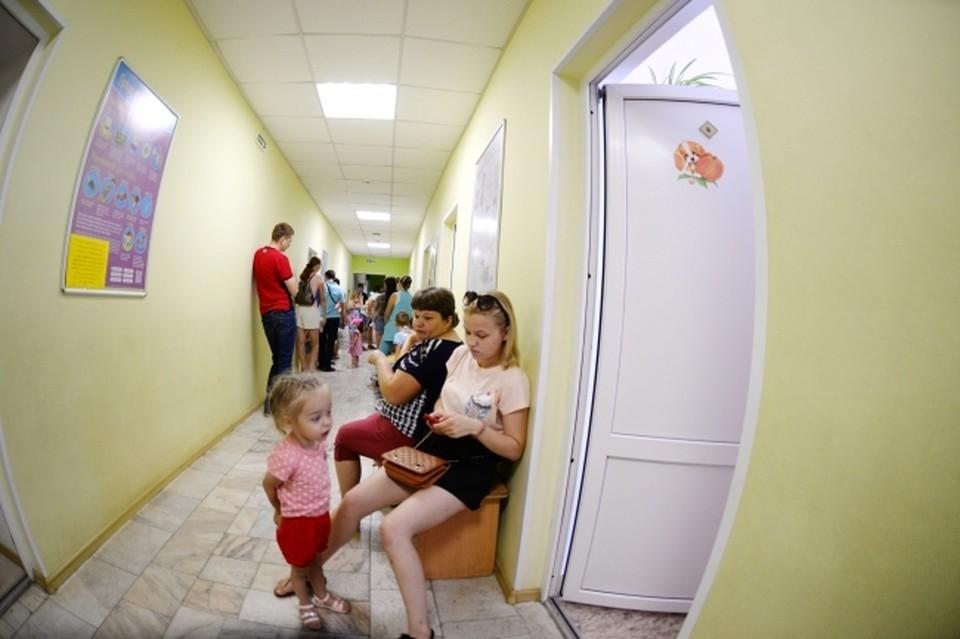 Медики не раз просили привести малыша на прием, но мама не соглашалась.