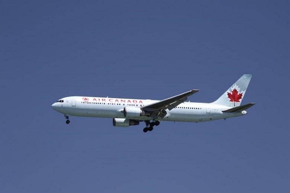 Лайнер Air Canada попал в турбулентность, 35 человек пострадали