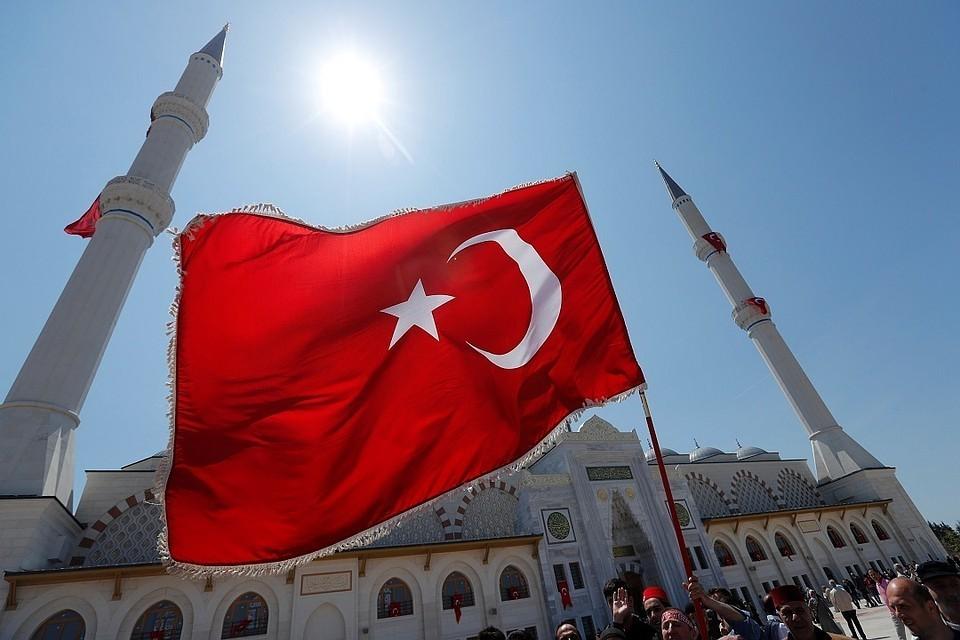 В Турцию прибыли три самолета с С-400 на борту