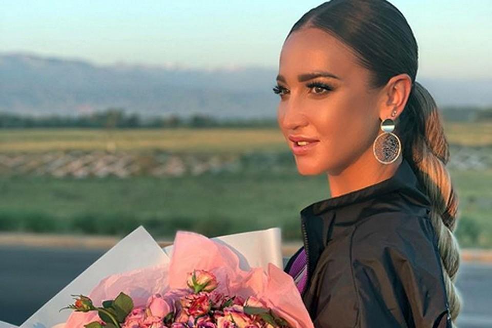 Не успела Ольга Бузова прилететь в Бишкек, как ее тут же осыпали цветами
