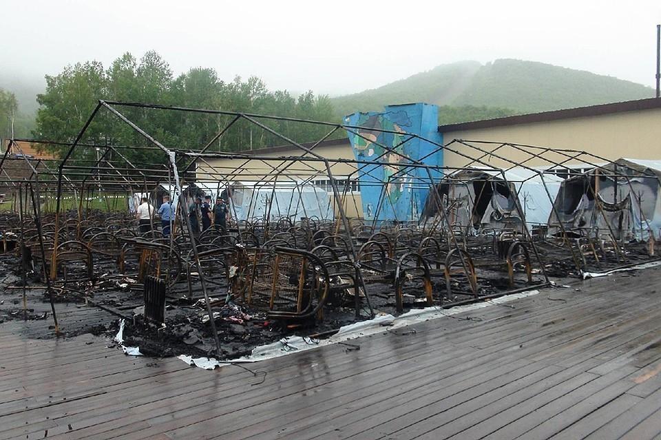 23 июля ночью на территории горнолыжного комплекса «Холдоми» в палаточном городке произошел пожар. Фото: ГУ МЧС России по Хабаровскому краю
