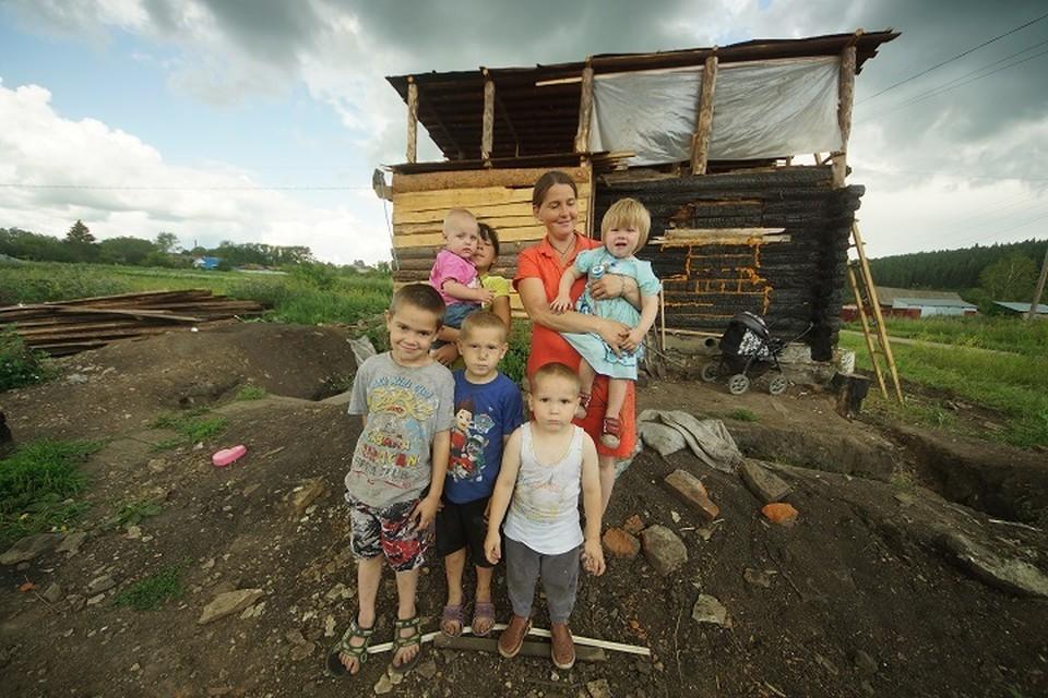 Дом семьи Аринушкиных сгорел в мае.
