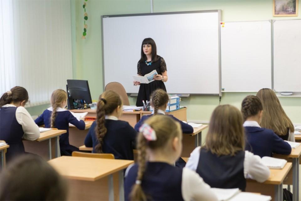 В школах идет активная подготовка к новому учебному году, до которого осталось чуть больше месяца