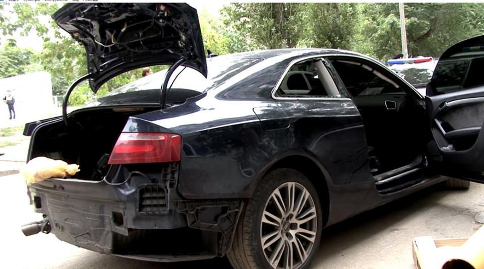В машине нашли часть руки погибшего. Ее сбежавший с места ДТП водитель увез с собой.