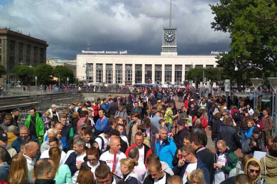 В Питере на митинг вышли в поддержку акции в Москве. Фото: Дмитрий Борисенко.