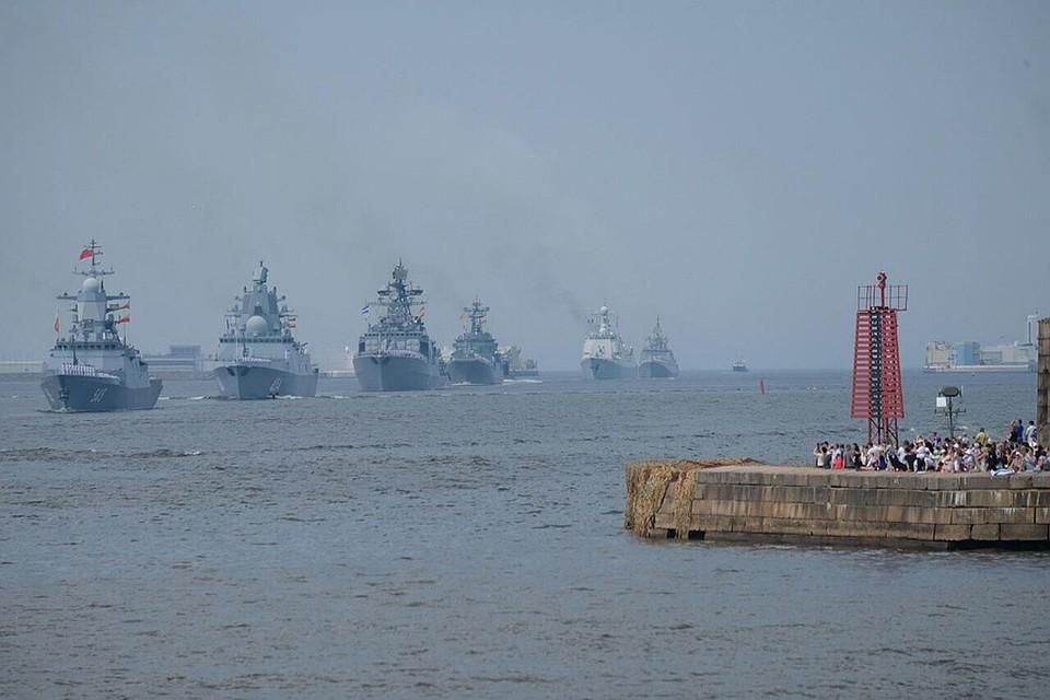 Сразу после парада в Петербурге корабли направились в Кронштадт.