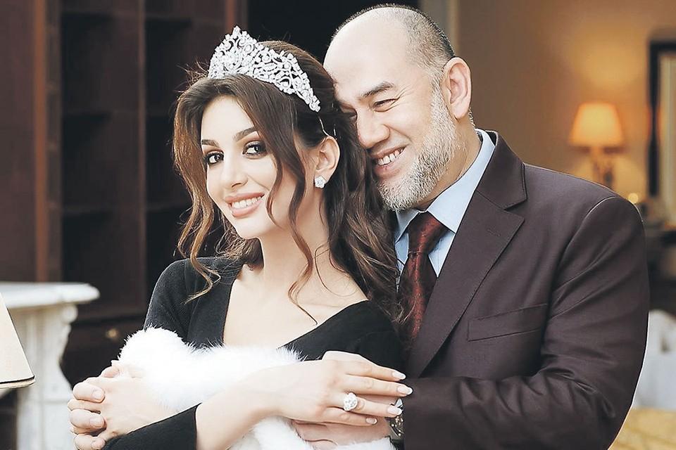 Несмотря на 24-летнюю разницу в возрасте, пара выглядела очень счастливой. Фото: instagram.com/rihanapetra