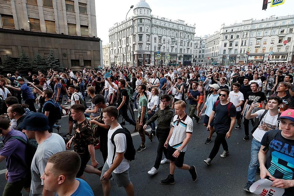 Картинки по запросу москва митинг 10 августа фото