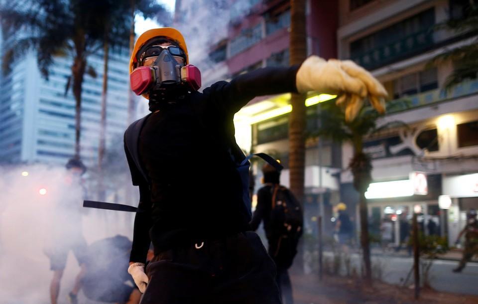В Гонконге прошли новые столкновения протестующих с полицией
