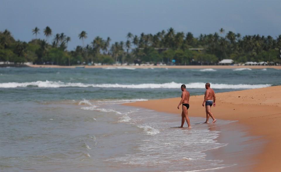 Моряки на Шри-Ланке спасли двух тонущих россиян