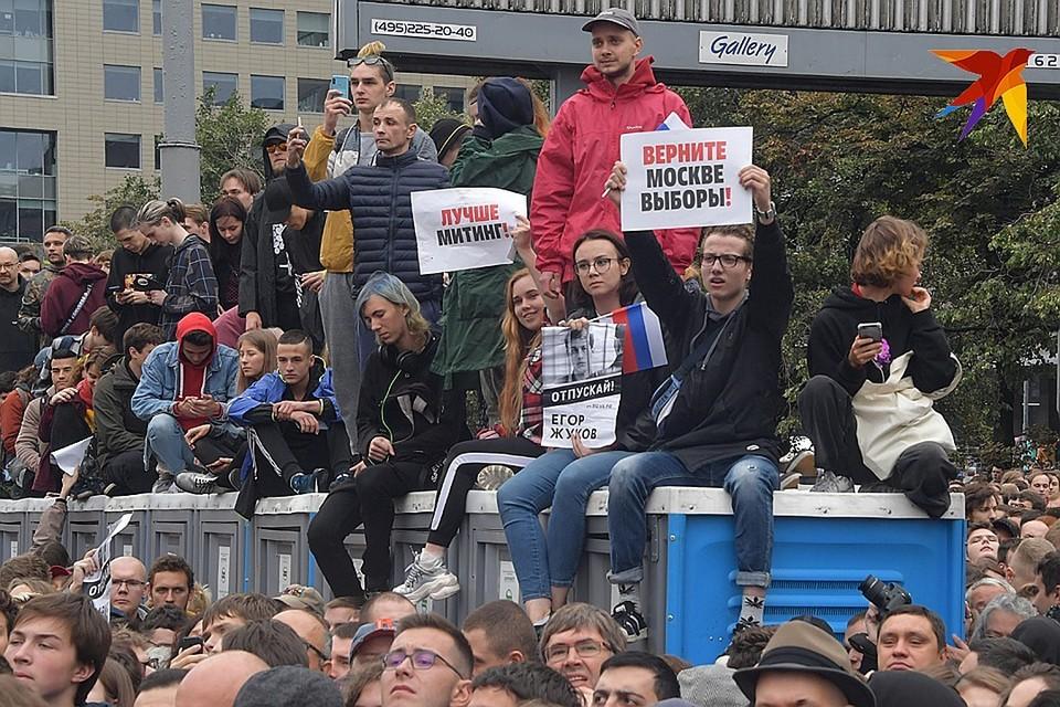 Фото с последнего митинга на Сахарова