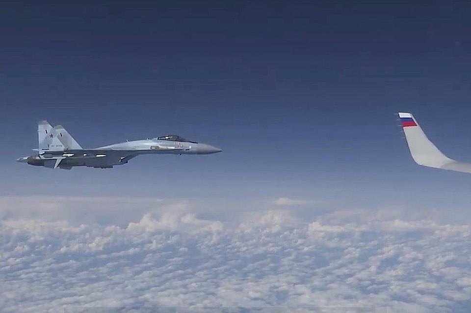 Российский самолет с министром защитили два борта СУ-27.