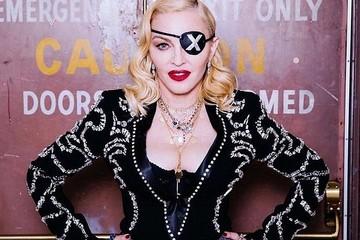 Это неверотно: Мадонна отметила 61-летие, сделав шпагат в нижнем белье