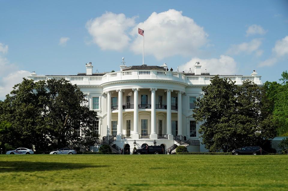 Белый дом рассматривает возможность снижения налога на зарплату