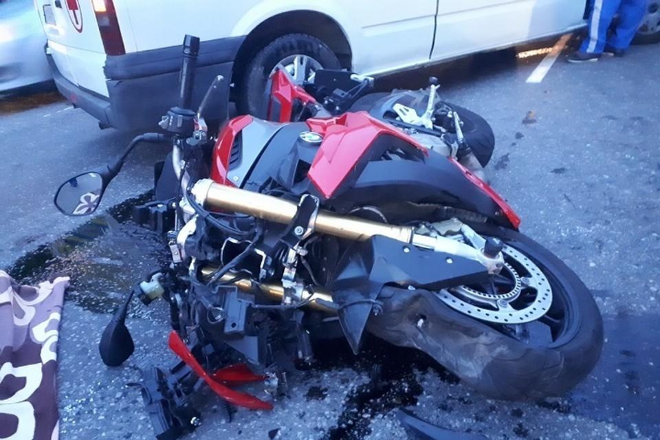Под Петербургом в ДТП погиб мотоциклист. Фото: vk.com/motosolidaritydtp