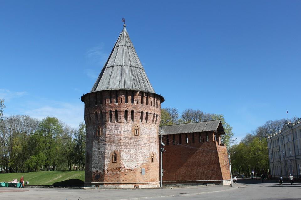 В Смоленске отреставрируют Громовую башню крепостной стены. ФОТО: Виктория НИКОЛЬСКАЯ.
