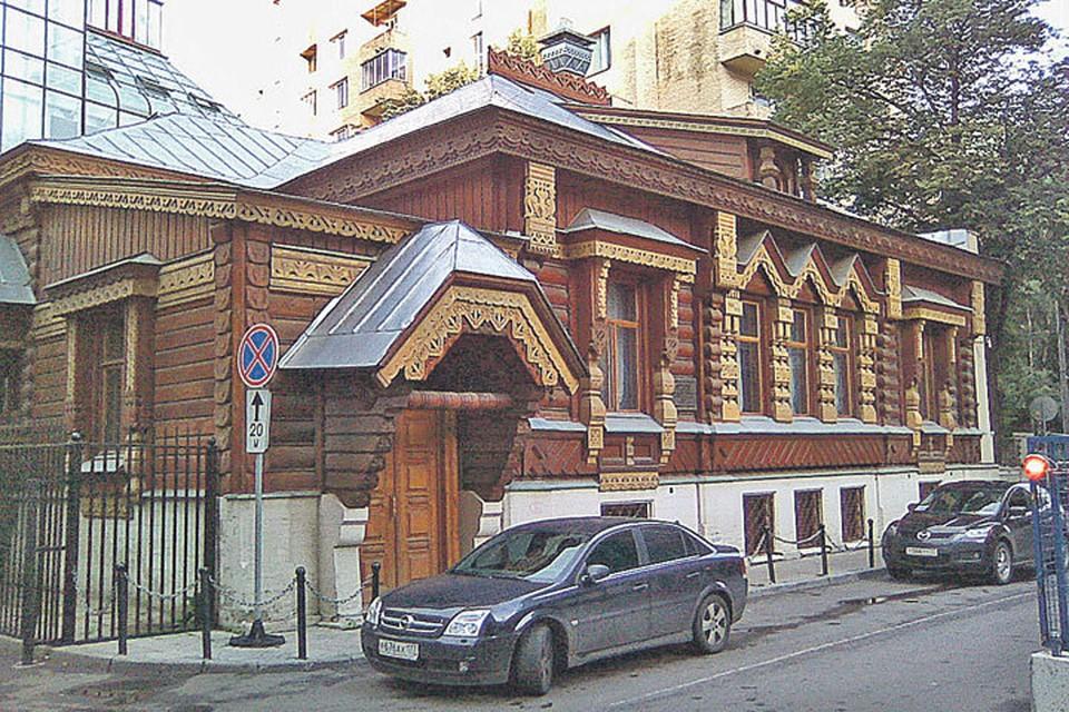 Дом, в котором до своей смерти жил актер Александр Пороховщиков, сейчас пустует.