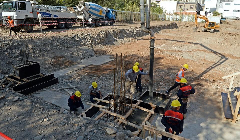 В Ороке и Бишкеке на базе школ построят дополнительные учебные корпуса.