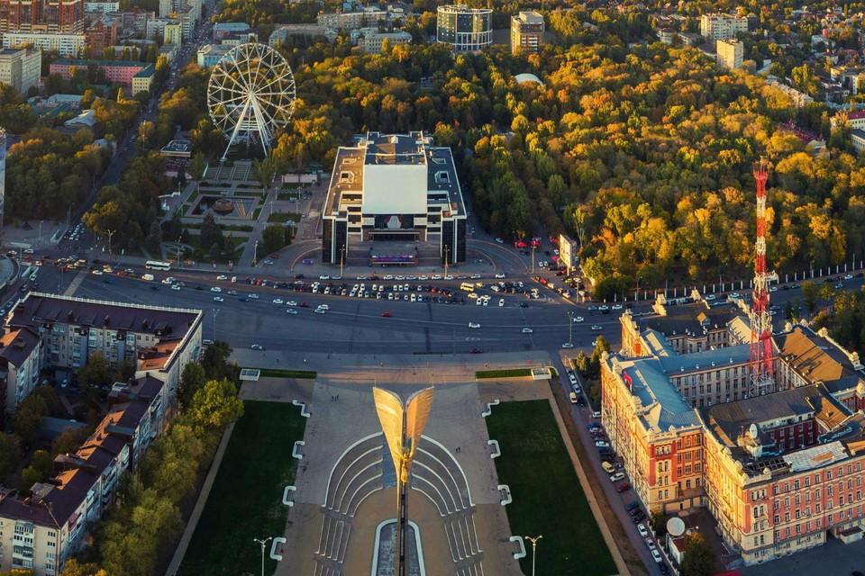 Театральная площадь - современный вид. Фото: Денис ДЕМКОВ.