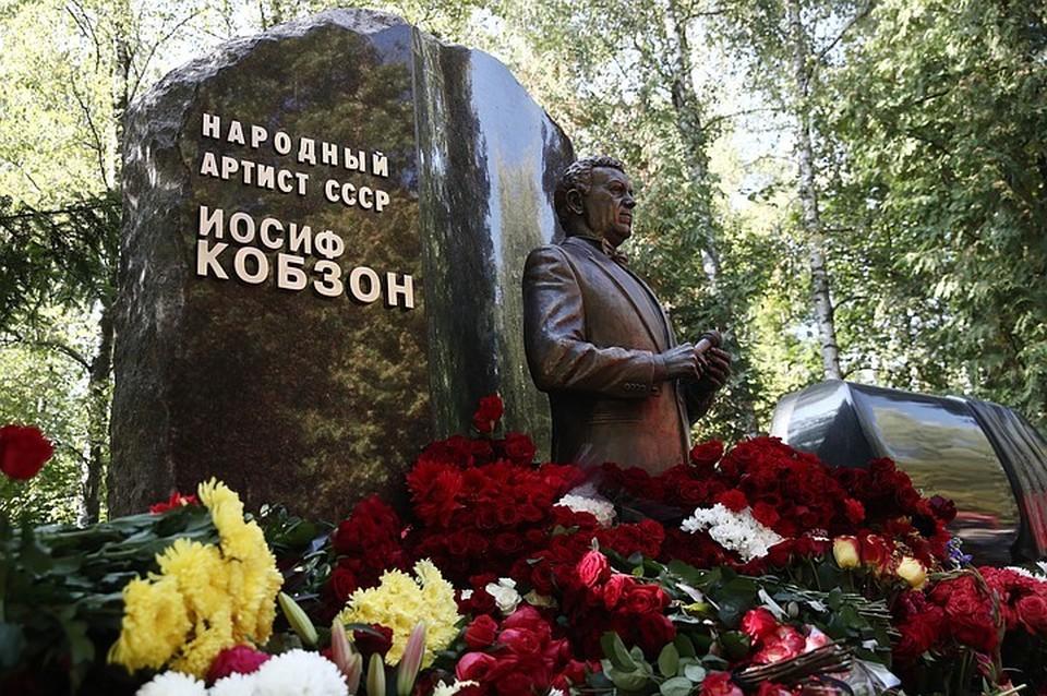 Памятник установили в годовщину смерти артиста Фото: Валерий Шарифулин/ТАСС