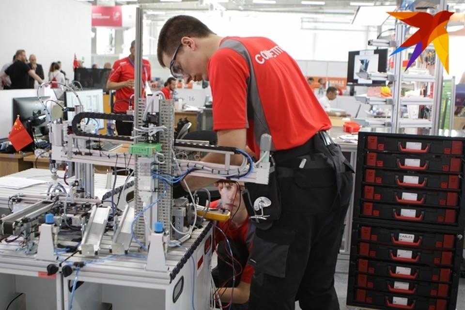 Оскар Арсланов и Эмиль Мифтахов – заняли третью позицию в компетенции «Мобильная роботехника».