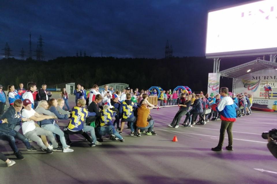 Одним из состязаний игр было перетягивание каната. Фото: спорткомитет Мурманской области