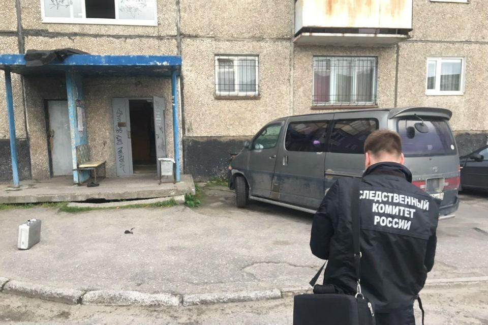 Тело мужчины нашли на козырьке дома. Фото: СКР по Мурманской области
