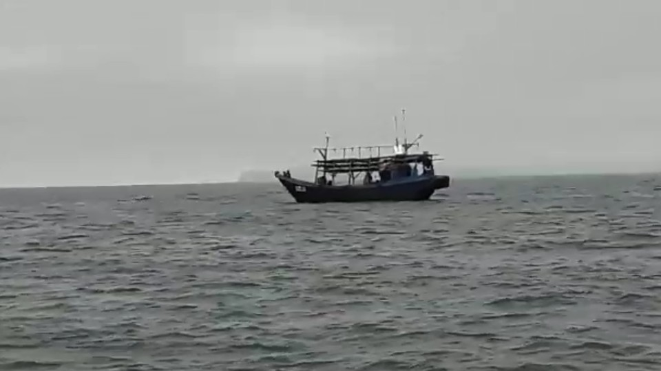 Судна в заливе Петра Великого. Скрин из видео, предоставленного очевидцем