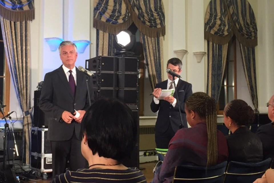 Джон Хантсман организовал в Москве прощальный концерт