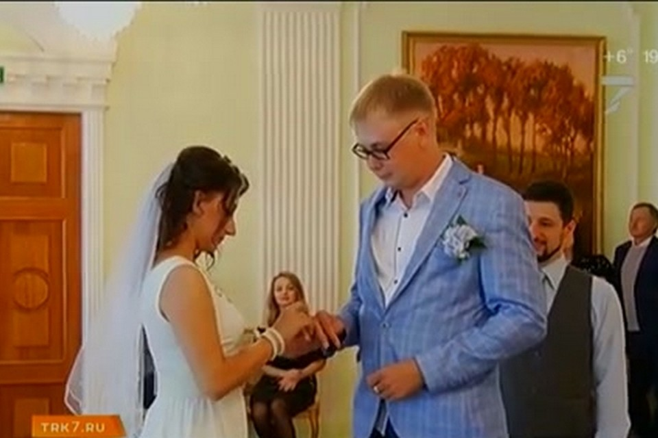 В Красноярске на 7 канале журналисты сыграли свадьбу. Фото: 7 канал