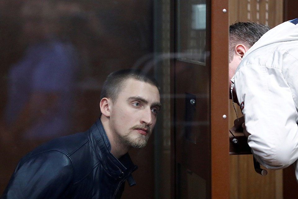 Суд приговорил Устинова к 3,5 годам колонии