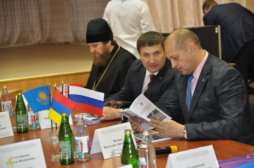 Алексей Карюков (на фото в центре) с экс-главой Златоуста Вячеславом Жилиным.