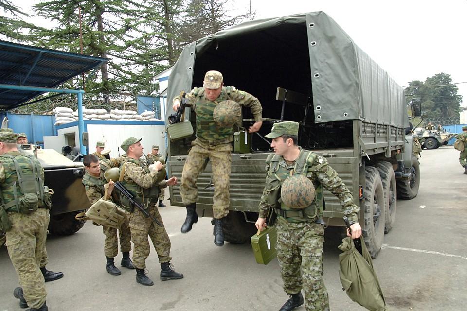 Российские инструкторы научат абхазских военных пользоваться новой техникой