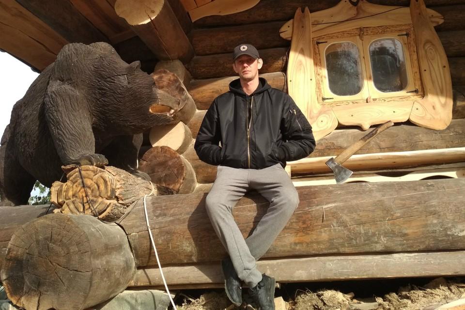 Мастер делает удивительные скульптуры из дерева. Фото предоставлено героем публикации
