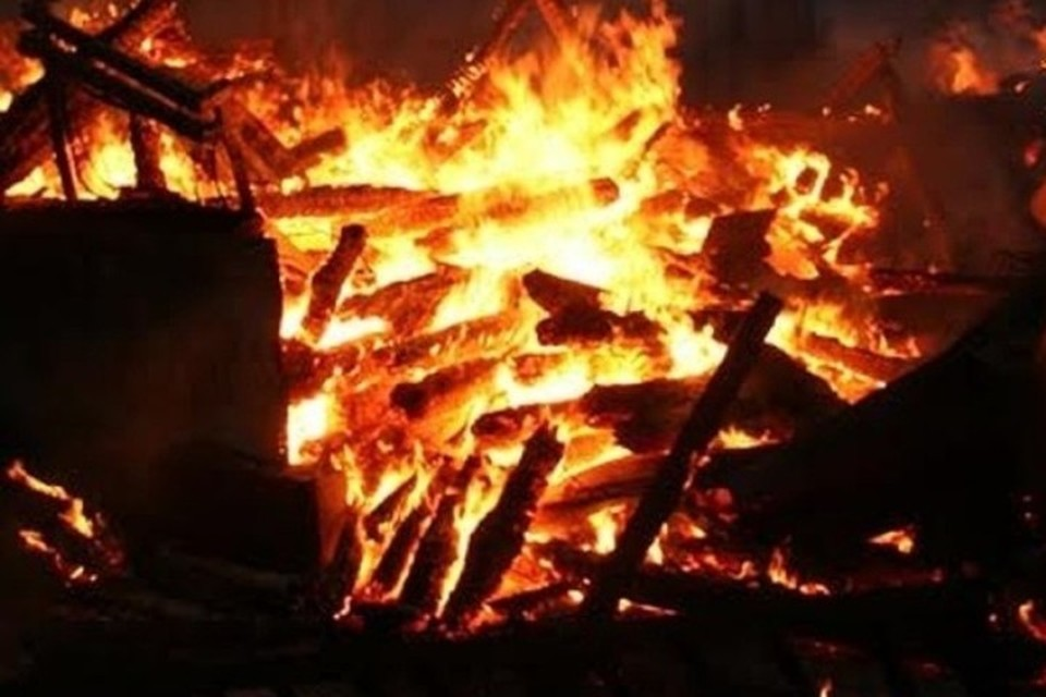 Частная пилорама сгорела ночью в Кузбассе