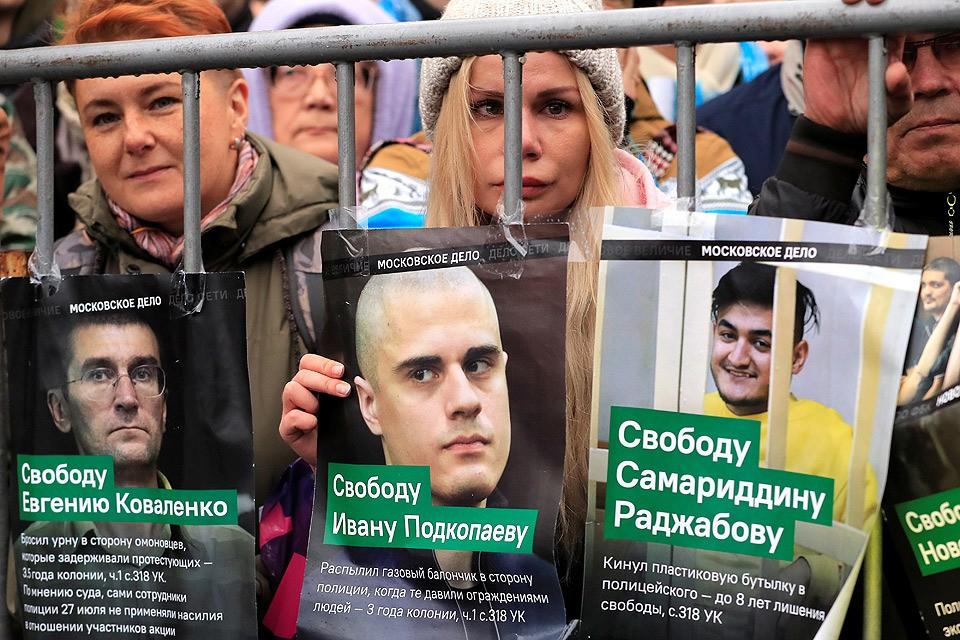 Публика прошедшего 29 сентября митинга в поддержку фигурантов «московского дела», который собрал порядка 20 тысяч человек.
