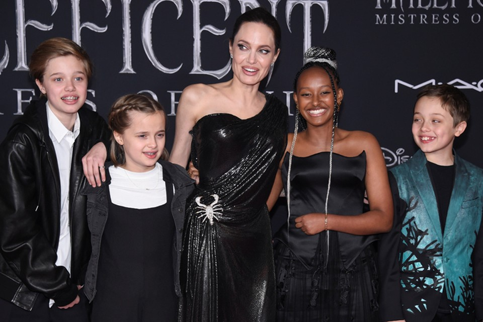 Анджелина Джоли привела детей на премьеру фильма «Малефисента: Владычица тьмы».