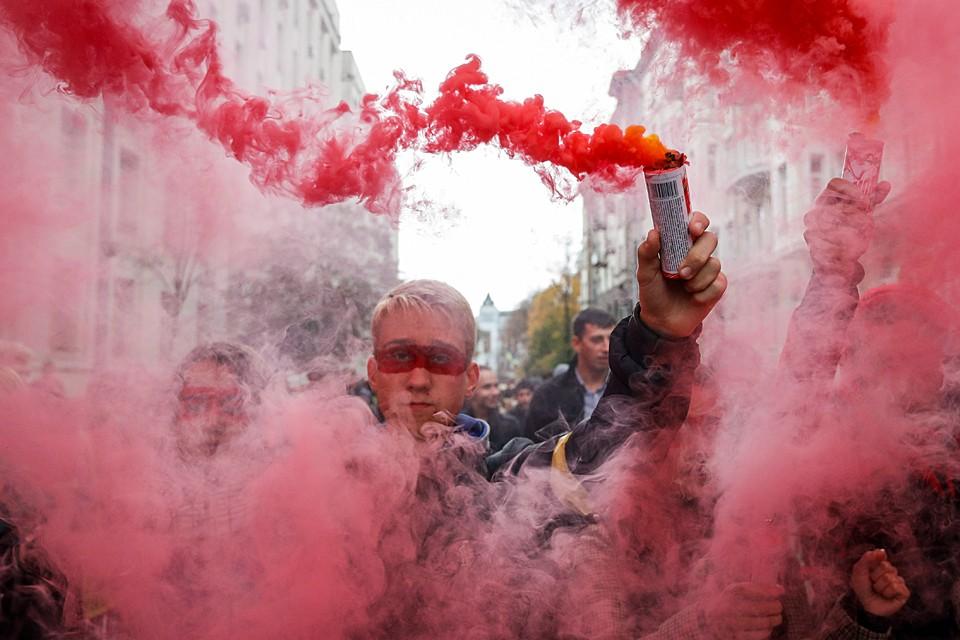 Дело пока не дошло да повторения Майдана, но большая толпа всегда подпитывается собственными эмоциями