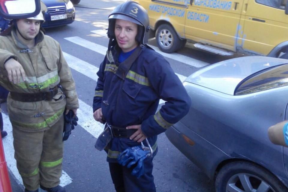Сергей Канов, который полез по штурмовой лестнице в висевшему мужчине