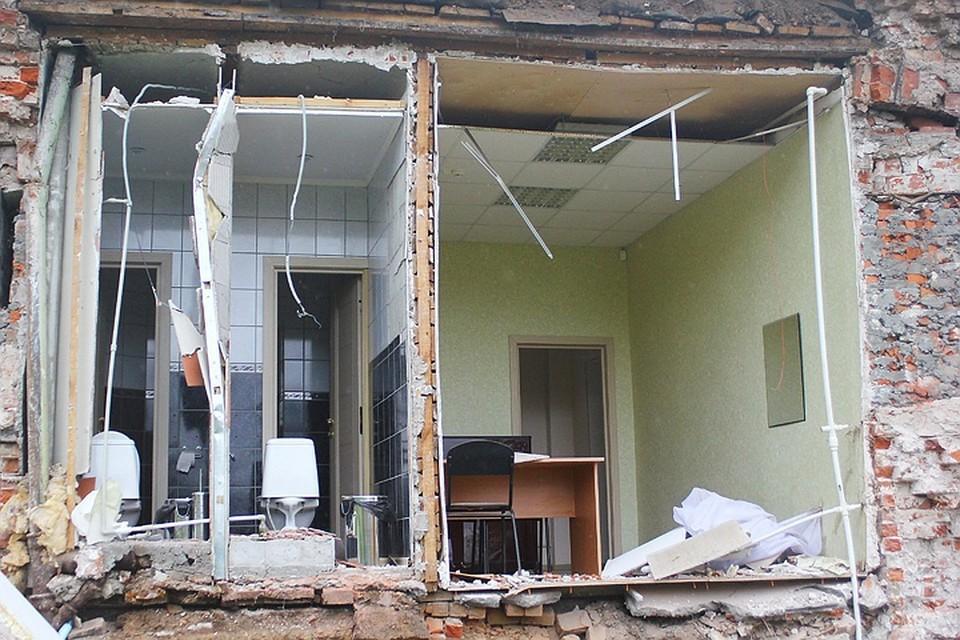 Обрушение стены произошло с третьего по первый этаж.