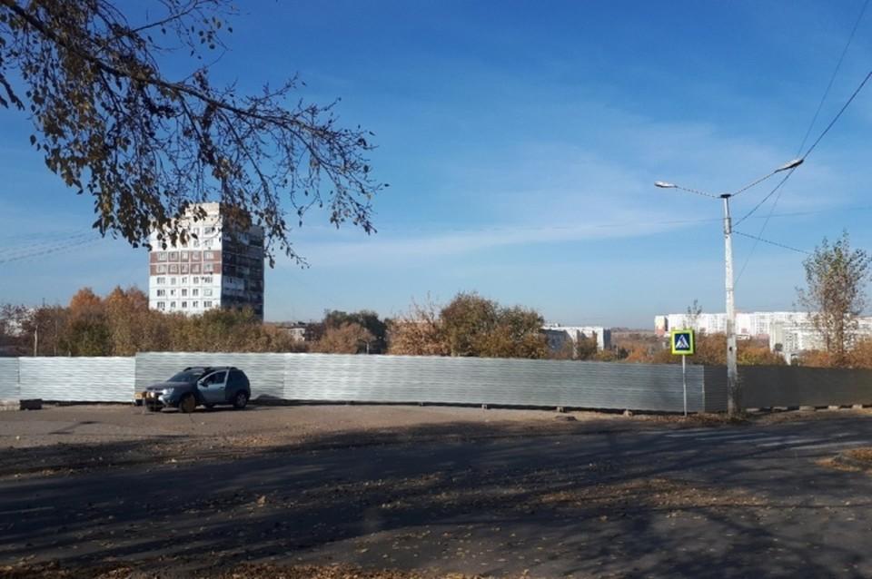 Спорткомплекс на месте рынка начали строить в Новокузнецке. ФОТО: Ирина Сергеева.
