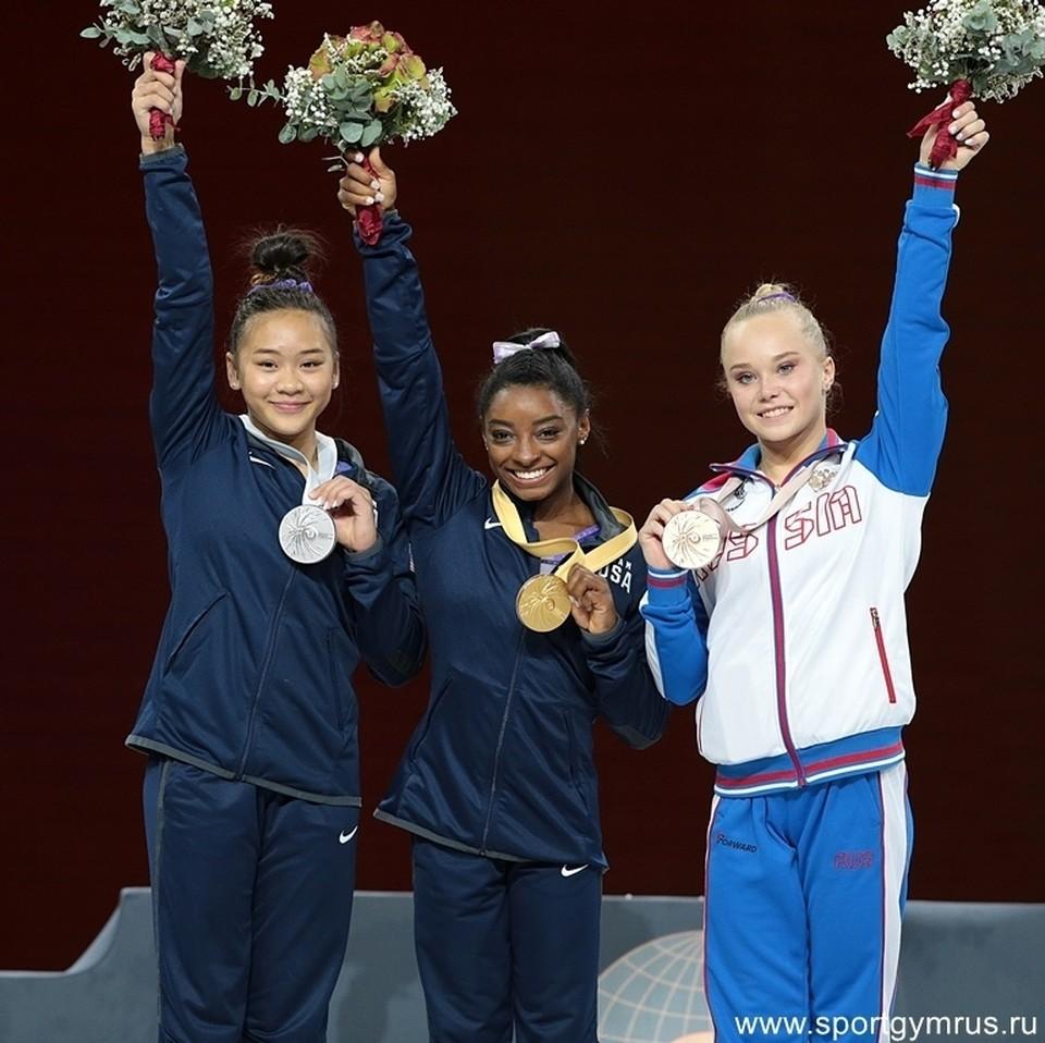 Ангелина Мельникова (крайняя справа) - снова на пьедестале!